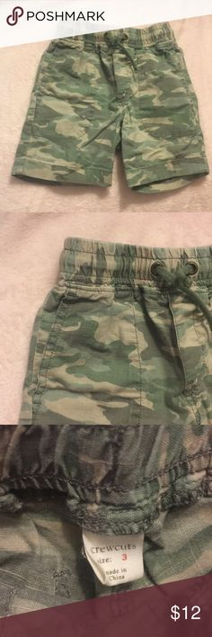 Crewcuts Camo Shorts Crewuts Camo Shorts. Elasticized drawstring waist. Side slit pockets. Two back pockets. Size 3. 100% cotton Crewcuts Bottoms Shorts