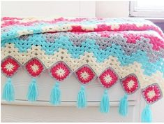 Choose the right colors and turn this traditional crochet pattern into a contemporary afghan to adorn your home. The granny ripple and granny squares have been combined to make this easy to work afghan that brings spring right into your house. Crochet Afghans, Crochet Ripple Blanket, Ripple Afghan, Afghan Blanket, Afghan Crochet Patterns, Crochet Yarn, Crochet Gratis, Free Crochet, Rainbow Crochet