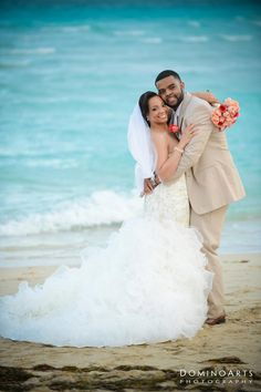 Love the cream suit and coral/peach flowers against the blue water. So fresh.