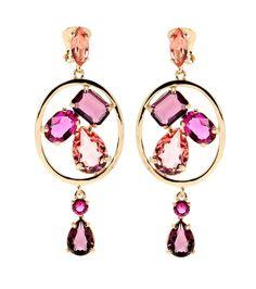 Goldfarbene Clipohrringe mit magenta-, rosé und violettfarbenen Kristallen