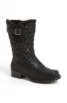 Quilted snow boots
