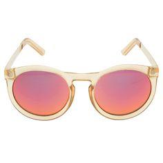 Óculos espelhado Cheshire Le Specs - Ousado e moderno, o óculos de sol conta com lente espelhada de proteção UVA e UVB, armação em acetato transparente e haste em metal com banho dourado dando um ar urbano à peça.