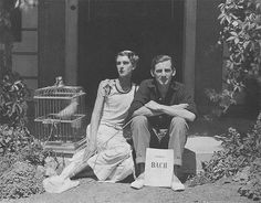 War poet Siegfried Sassoon (right) and aristocrat actor Stephen Tennant in the late (This relationship ended badly for Sassoon; he eventually rebounded by marrying a woman who he came to hate, not surprisingly. Wilfred Owen, Mitford Sisters, Evelyn Waugh, Famous Poets, Cecil Beaton, Gay Couple, Beautiful Creatures, Vintage Men, Vintage Couples