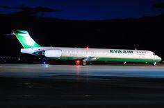 Night flight - EVA Air MD-90