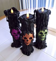 DIY Cheap and easy Spooky candles. Simple Project made of Toilet Paper Rolls + Paper Towel Rolls + flameless Tealights + Black Paint + Hot Glue + Dollar store skulls + Glitter if you want to use this outside use PVC pipe instead of cardboard tubes. Costume Halloween, Fall Halloween, Cheap Halloween, Halloween Stuff, Adornos Halloween, Manualidades Halloween, Halloween Candles, Diy Halloween Decorations, Mascaras Halloween