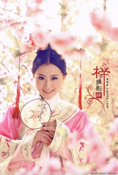 She is girl in Harem of Qing dynasty