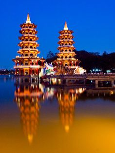 Dragon and Tiger Pagodas , #Kaohsiung, #Taiwan 左營 蓮池潭 龍虎塔 by olvwu | 莫方, via Flickr