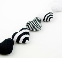 Black and white crochet valentine hearts in coton Crochet Home, Love Crochet, Diy Crochet, Crochet Crafts, Crochet Dolls, Yarn Crafts, Crochet Flowers, Crochet Projects, Heart Cushion