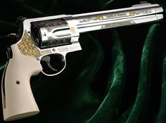 Smith & Wesson - Beretta 96A1 Compact Custom Grips http://www.rgrips.com/en/beretta-92-96-compact-grips/90-beretta-92-96-compact-grips.html Find our speedloader now! http://www.amazon.com/shops/raeind