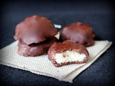Meaningful Eats: Paleo Peppermint Patties {Gluten-Free, Dairy-Free}