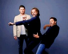 Everything about this picture is hysterical, but but... but Jensen's face!!!! Hahahahahahaa!!!