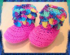 Crochet baby booties. Crocodile stich. 0-3 months. by LittleYeya