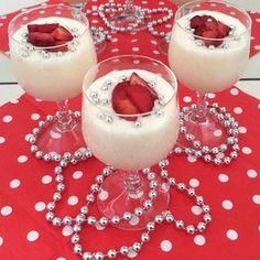 🍨🍨🍨 Pudinge kim hayır diyebilir ki 😊 Üstelikte evde kendiniz hazırladıysanız miss missss 👌 Tarif için 👉 @zeynepinlezzetleri ~~~ 🍨 Vanilyalı Puding 🍨 ~~~ 🍨 1 kilo süt 🍨 2 yemek kaşığı nişasta 🍨 2 yemek kaşığı un 🍨 1 su bardağı tozşeker 🍨 1 tane yumurta 🍨 50 gr tereyağ 🍨 2 paket vanilya Tarif için 👉 @zeynepinlezzetleri Vanilya ve tereyağ hariç tüm malzemeleri sütün yarısı ile birlikte tencerey alıp çırpıcı yardımıyla topak kalmayacak şekilde çırpıyoruz.. Sütün kalanınıda ilave…