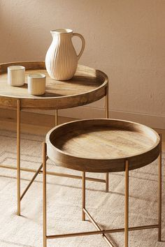 Folding table with a wooden tray and golden legs. Center Table Living Room, Table Centers, Home Living Room, Living Room Furniture, Geometric Furniture, Cool Furniture, Furniture Design, Zara Home Table, Wooden Side Table