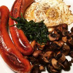 Sausage, eggs and mushroom. Yum! #lchf #lchq #korv #ägg #svamp #champinjoner #champinjon #vitlök #örter #stekta #stekt #grillad #spenat #instagood #eat #eating #delicious