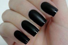 Preto fosco - Risqué, unha inglesinha, inglesinha preto fosco, nails, french manicure, black nails, opaque nails  http://www.dicasdemulher.com.br/2-em-1-esmalte-preto-fosco-unha-inglesinha/
