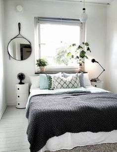 80 Cozy Small Bedroom Interior Design Ideas www. - New Bedroom Cozy Small Bedrooms, Small Master Bedroom, Small Bedroom Designs, Cozy Bedroom, Trendy Bedroom, Modern Bedroom, Bedroom Decor, Design Bedroom, White Bedroom