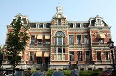 1891 werd het landhuis Rozenhof gebouwd voor graaf W. van Rechteren Limpurg naar een op deFranse renaissance geïnspireerd ontwerp van A.L, van Gendt. In 1903 zijn op de buitenplaats rondom het landhuis de herenhuizen gebouwd.