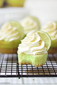 KEY LIME PIE Cupcakes Recipe garnished with Graham cracker crumbs #easy #cupcakerecipe #baking http://thecupcakedailyblog.com/key-lime-pie-cupcakes-recipe/ #cupcakes #cupcakeideas #cupcakerecipes #food #yummy #sweet #delicious #cupcake