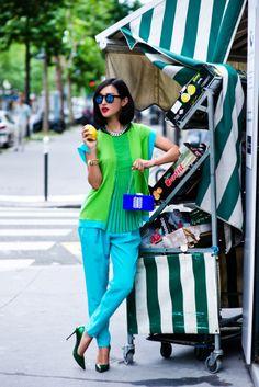 Топ, брюки, колье, все Marco Bologna; солнечные очки, Illesteva