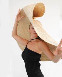 Fashion of Hats! Fancy Hats, Cute Hats, Big Hats, Crazy Hats, Boho Hat, Hat Hairstyles, Derby Hats, Hats For Men, Wearing Black