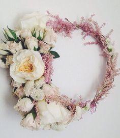 A gorgeous wedding flower crown.