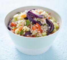 insalata di riso alla menta e cipolle rosse Gourmet Recipes, Pasta Recipes, Rice Salad, Orzo, Catering, Seafood, Cabbage, Oatmeal, Grains