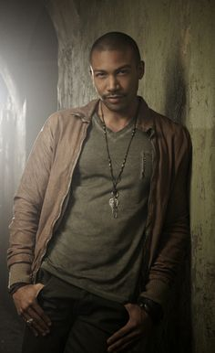 """Charles Michael Davis = Jim Shrapshire. Per the special addition Magic Bites index he is 6'2"""", 33, he cultivates a thuggish appearance because he likes when people under estimate him."""