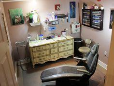 Christy Brooker's tattoo room at Damask Tattoo. Damask Tattoo, Tattoo Shop Decor, Tattoo Studio Interior, Tattoo Station, Home Tattoo, Lounge, Room Setup, Shop Front Design, Shop Plans