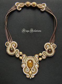 Perlina Rosa: Collar de oro del terciopelo