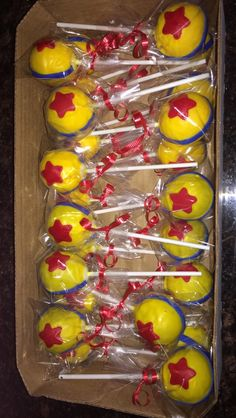 Toy story (ball) cake pops