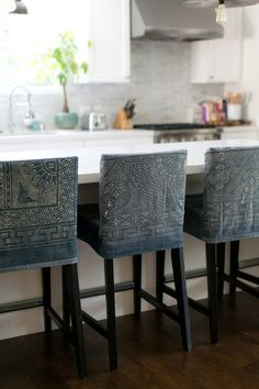 Bar stool slipcovers from vintage textiles. Love the idea. Island Chairs, Bar Chairs, Bar Stools, Dining Chairs, Kitchen Stools, Room Chairs, Kitchen Island, Dining Table, Home Design