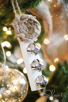 Adding this one to my rustic theme tree next year.  :o)