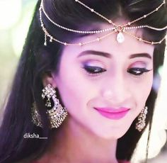 Shivangi joshi No one can beat her 😘 Tika Jewelry, Head Jewelry, Bridal Jewelry, Indian Jewelry, Hippie Hair Bands, Indian Designer Wear, Stylish Girl, Indian Bridal, Beautiful Actresses