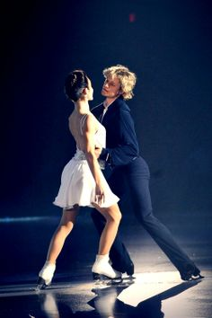 Meryl Davis and Charlie White perform at Stars on Ice in Estero, FL
