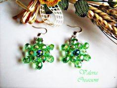 Orecchini con pendenti in cristallo sfaccettato verde, by Lady Bijoux Handmade, 8,00 € su misshobby.com