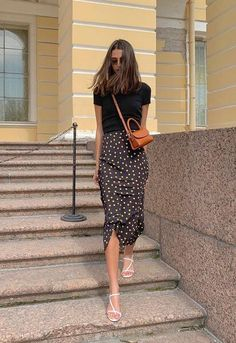 Classy Outfits, Chic Outfits, Spring Outfits, Trendy Outfits, Fashion Outfits, Long Skirt Outfits, Skirt And Sneakers, Inspiration Mode, Looks Chic