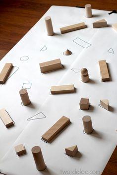 Puzle gigante con cuerpos geométricos. A los niños y las niñas les encantan los puzles. En Twalodo he encontrado una propuesta para hacer un puzle rápidamente tanto si tienes cuerpos geométricos como éstos como si tienes bloques de construcción.