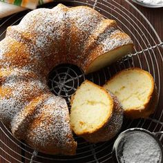 Pear Bundt Cake ~ The finely chopped pears and syrup add sweet flavor and prevent the cake from drying out. Potluck Desserts, Diabetic Desserts, Just Desserts, Delicious Desserts, Diabetic Recipes, Pear Recipes Easy, Pear Dessert Recipes, Potluck Ideas, French Recipes