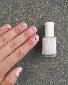 Dawno nie było żadnych pazów 💅🏻 😉 #pazy #paznokcie #nails #instanails #nailstagram #dotsnails #kropki #essie #colouralike