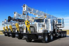 5 KW high hood twin steers with truck mounted cranes 💪👍🚨☝️🆒💰💵💯😎 Cool Trucks, Big Trucks, Truck Mounted Crane, Towing And Recovery, Lowboy, Hydraulic Cylinder, Heavy Truck, Tow Truck, Heavy Equipment