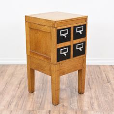 This rustic end table is featured in a solid wood with a rustic light oak finish. This side table is in great condition with 4 black card catalog file drawers and white label holder pulls. Unique table perfect for small storage! #rustic #tables #endtable #sandiegovintage #vintagefurniture