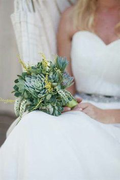 La vem a suculenta noiva