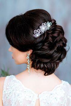 "18 Timeless Wedding Hairstyles For Medium Length Hair ❤ Do you have the question: "" What are the best wedding hairstyles for medium length hair?"" See more: http://www.weddingforward.com/wedding-hairstyles-medium-hair/ #weddings #hairstyles"