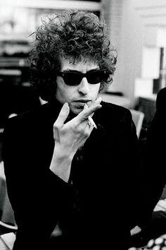 Bob Dylan's Sunglasses: Rock Music Icon Turned Unlikely Trendsetter Dylan Moran, Blues, Bob Dylan Quotes, Jazz, Los Rolling Stones, Music Documentaries, Primal Scream, Stoner Rock, Nina Simone