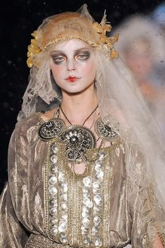 John Galliano Fall 2009 Ready-to-Wear Fashion Show Details