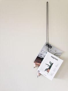 FEEL INSPIRED BLOG: DIY | THE MAGAZINE HANGERhttp://www.feelinspiredblog.com/2014/08/diy-magazine-hanger.html Gevonden op To Do List | Catherine Lazure