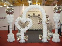 Columns and heart arch in white and silver. Great decoration for your wedding reception. Balloon Arch Frame, Balloon Backdrop, Balloon Columns, Balloons, Wedding Balloon Decorations, Balloon Centerpieces, Centerpiece Decorations, Ballon Arrangement, Wedding Ballons