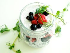 Chia-kookosvanukas-marjoilla / Chia coconut pudding with berries from my blog superlemon.fi/blog