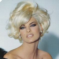 Blonde Hair Color Ideas For Summer Discover Linda Evangelista Linda Evangelista - Born and raised in Canada. One of the top 5 supermodels in the Today she do a lot of charity work. Linda Evangelista, Boxie Cut, Modelos Fashion, Short Blonde, Big Hair, Big Short Hair, Great Hair, Hair Dos, Cute Hairstyles